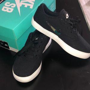 Nike SB Check Canvas Camo (PS)- Boys NWOT